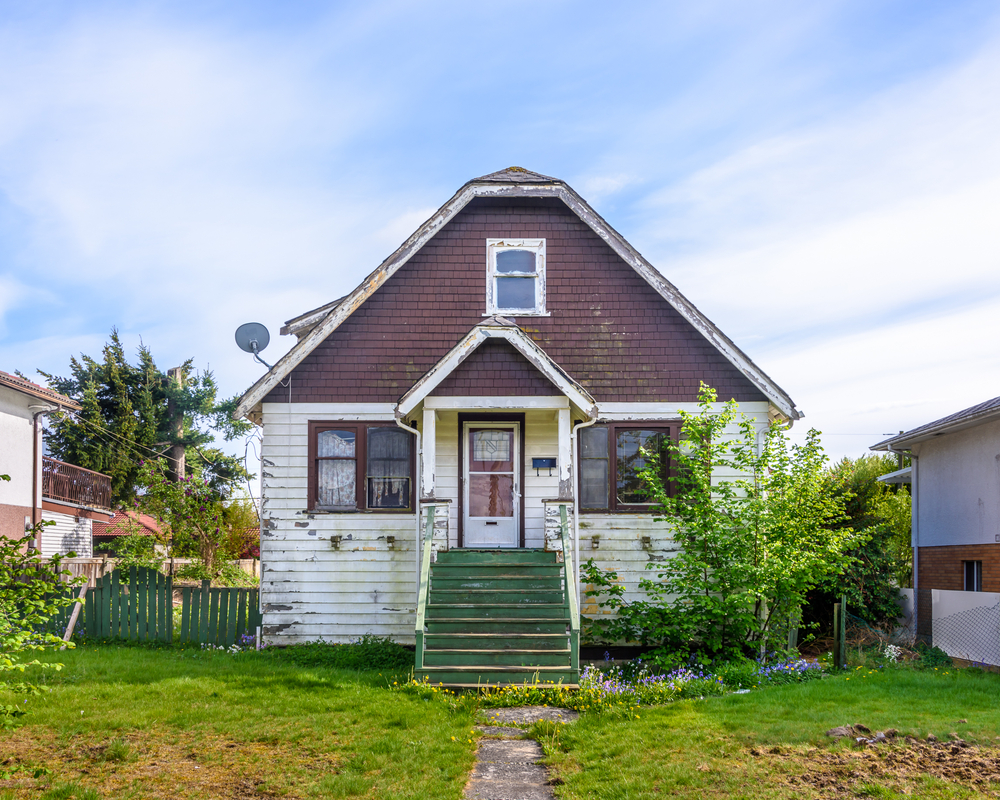 old house in disrepair, fix and flip, walk through tips