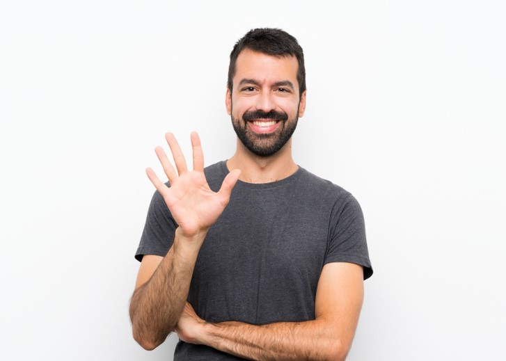 smiling man, counting to five, five fingers